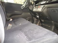 Protection car seat (5) with hydrophobic water spray