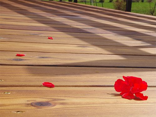 Result of hydrophobic treatment terrace with CleverCOAT wood finish